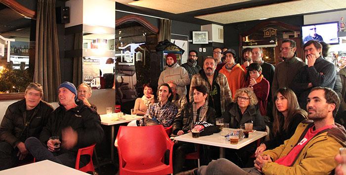 Viendo Monopatín en Canal+ en el Bar Talai